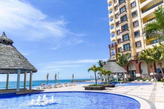 Las Gavias Grand condominios en playa de Mazatlán