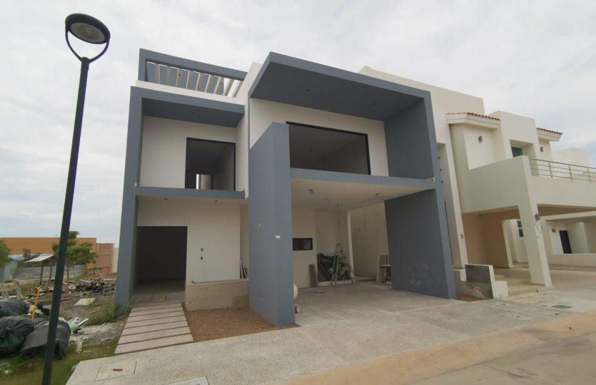 casa en venta frente a la playa de mazatlán